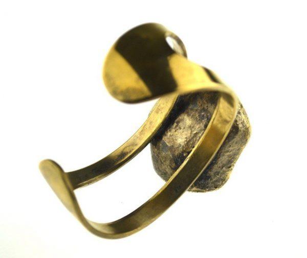 Bratara scandinava din bronz aurit, designer Erik Dennung, decorata agat de Botswana
